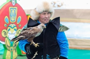 traditional-nomadic-hunting-with-eagles